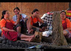 BALINAISE au repos...  Site - http://indonesie.eklablog.com Page Facebook - https://www.facebook.com/pages/Indon%C3%A9sie-par-Isabelle-Escapade/269389553212236?ref=hl