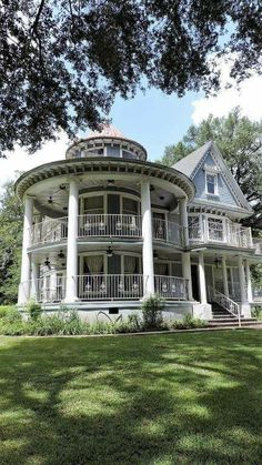 32 Dream Home Ideas that Insanely Cool Home Remodel – Home Ideas - architecture house Victorian Architecture, Beautiful Architecture, Beautiful Buildings, Beautiful Homes, Architecture Design, Beautiful Beautiful, Balkon Design, Victorian Style Homes, Victorian Cottage