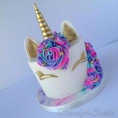 Unicorn cake I finally got to make one #unicorn #unicorns #unicornbirthday #unicorncakes #unicornhair #unicorncake #mandyssweets #magical #unicornparty