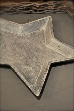 Trefat i stjernefassong i grå drivved utfølelse. Det perfekte adventsfatet!  Måk_ 44x42x4 cm
