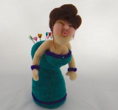 Pin Cushion Lady: Needle Felted Sculpture by Trish Veilleux Wet Felting, Needle Felting, Sewing Crafts, Sewing Projects, Felt Pincushions, Wooly Bully, Felt Pillow, 3d Figures, Needle Book