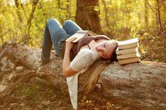 Senior Pictures // books, outside  | followpics.co