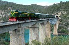 El Tren de los Lagos consiste en un recorrido por la histórica línea Lleida-La Pobla de Segur orientado al turismo familiar y tiene como objetivo incrementar la promoción del patrimonio cultural y natural y la oferta turística y de restauración de las comarcas del Segrià, la Noguera y el Pallars Jussà.