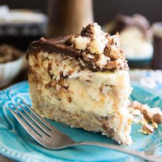 This Almond Joy Cheesecake is the ultimate treat for true coconut lovers - How many Bounty Bars can you eat in a row? This cake will definitely test you! Brown Sugar Fudge, Chocolate Cheese, Chocolate Cake, Maple Fudge, Ferrero Rocher Chocolates, Nutella Cheesecake, Ombre Cake, Creamed Eggs, Fudge Cake