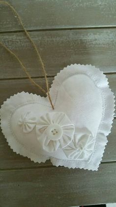 1 million+ Stunning Free Images to Use Anywhere Valentine Day Crafts, Valentine Decorations, Handmade Decorations, Heart Diy, Heart Crafts, Quilted Ornaments, Felt Christmas Ornaments, Button Crafts For Kids, Scrap Fabric Projects