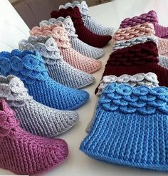 Best 12 Crochet Ideas For Slippers, Boots And Socks – Diy Rustics – SkillOfKing. Diy Crochet Slippers, Crochet Baby Boots, Crochet Ripple, Knit Crochet, Baby Knitting Patterns, Crochet Patterns, Amigurumi Giraffe, Crochet Hooded Scarf, Crochet Slipper Pattern