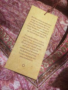 www.ecosphere.se - ekologiska & klimatsmarta kläder & accessoarer - Cornelia Sun och lappen som sitter på deras kaftaner gjorda av vintage saris: underbart! Slow fashion / sustainable fashion / hållbart mode.