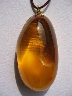 AMBAR . DAMAR . AMBeR  /   ATeLiER DIA TJANTeK Baltic amber