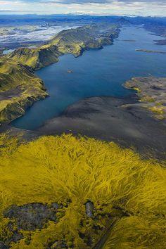 Els llacs en l'àmbit del context geogràfic: aquest és el llac Langisjór que es troba a Islàndia.