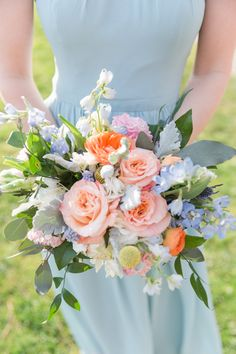 Gorgeous peach and pink flowers make the perfect summer wedding bouquet