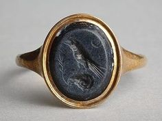 anceint roman hardstone signet ring with a raven perched on a ram's horn and a crescent moon Antique Rings, Antique Jewelry, Vintage Jewelry, Custom Jewelry, Bling Bling, Roman Jewelry, Jewelry Accessories, Jewelry Design, Ancient Jewelry