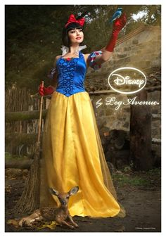 Womens Disney Princess Snow White Costume #halloween Even though she's not my favorite Disney princess, I've ALWAYS wanted to be Snow White