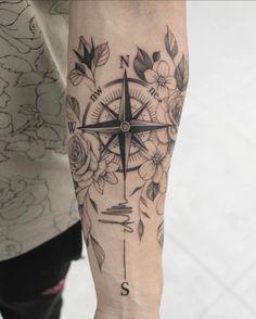 Compass Tattoo Forearm, Inner Forearm Tattoo, Compass Tattoo Design, Wrist Tattoos For Guys, Forearm Tattoos, Body Art Tattoos, Compass Tattoos For Men, Tattoo Avant Bras, Tattoo Arm Frau