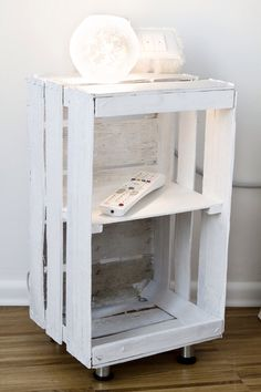 Fruit boxes like shabby chic tray # pallet furniture Crate Furniture, Diy Pallet Furniture, Furniture Ideas, Wood Crates, Wood Pallets, Wooden Boxes, Diy Nightstand, Home Projects, Diy Home Decor