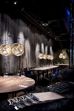 Tom Dixon Etch light in a restaurant Modern Restaurant Design, Luxury Restaurant, Restaurant Lighting, Restaurant Lounge, Oriental Restaurant, Bar Lighting, Lighting Design, Industrial Lighting, Design Café