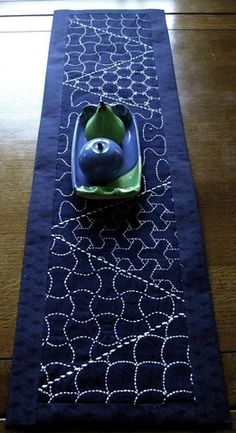 Japanese Embroidery Designs sashiko sampler = tablemat By: alicequilts abstract challenge Sashiko Embroidery, Japanese Embroidery, Learn Embroidery, Embroidery Thread, Embroidery Designs, Flower Embroidery, Japanese Quilts, Japanese Textiles, Japanese Fabric