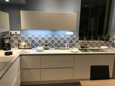 Cuisine Immagina Blanche Lube Gris Bleu Plan de travail céramique Carreaux de ciment
