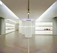 Φωτισμός σε οροφή και ράφια σε οικία στο περιστέρι.