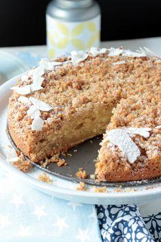 Amerikanischer Sour Cream Streuselkuchen. Ein wunderbarer,rustikaler Kuchen zum Kaffee.Dieser Coffee Cake oder Kaffeekuchen ist saftig und aromatisch. Das Rezept ist ganz einfach nachzumachen.