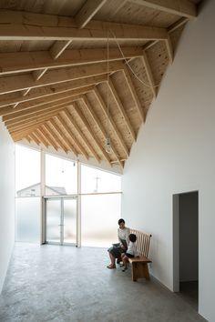 Casa y Estudio de Arte, Shiga, Japón - Alphaville - foto: Yohei Sasakura System Architecture, Interior Architecture, Interior Design, Architectural Section, Japanese Interior, Japanese House, Wood Beams, Decoration, House Design