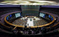 16/04 - Deputados participam de sessão no plenário da Câmara, em Brasília, que discute a abertura ou não do processo de impeachment da presidente Dilma Rousseff