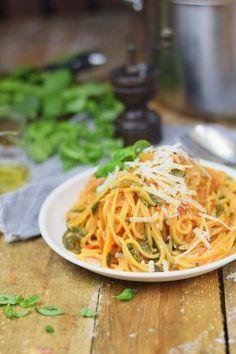 One Pot Pasta - Pasta mit Basilikum, Tomate und Spinat - One Pot Tomato Spinach Basil Pasta Yummy Pasta Recipes, Spinach Recipes, Yummy Food, One Pot Dishes, One Pot Meals, Healthy Meals To Cook, Healthy Recipes, Basil Pasta, Bastilla