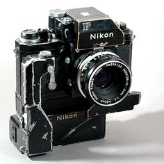 Vintage Cameras Nikon F Nikkor-H motor AA battery pack // - Antique Cameras, Vintage Cameras, Photography Camera, Vintage Photography, Pregnancy Photography, Underwater Photography, Portrait Photography, Wedding Photography, Underwater Photos