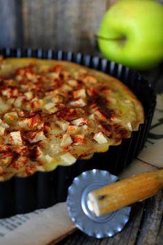 Teimme koulussa tällaista aivan mie-let-tö-män hyvää omenapiirakkaa, jota oli ihanihan pakko tehdä myös samantien kotona. Pohjaksi käyti...