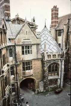 Ghost Writer - Hertford College. Oxford