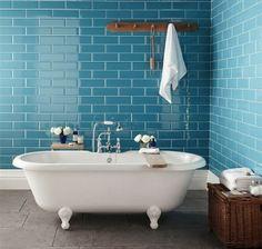badezimmergestaltung-mit-fliesen-wandfliesen-badewanne-freistehend