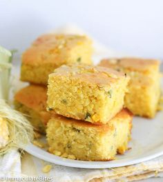 Mealie Bread (South African Corn Bread) - steamed corn pudding that is super-moist with a rich flavorful taste; added with some basil and smoked paprika to level up the flavor in this popular African and Southern bread. South African Desserts, South African Dishes, South African Recipes, Africa Recipes, Indian Recipes, Braai Recipes, Cooking Recipes, Pastry Recipes, Recipes Dinner