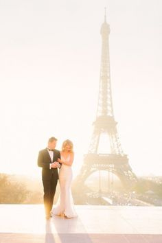 Paris is romance! Could this wedding photo of this gorgeous couple be any more perfect?