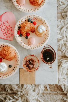 Want to celebrate Galentines Day with your gal pals? For all the inspiration, read about how to host a Galentine's Day brunch and pajama party. Valentines Day Food, Valentine Gifts, Valentine Party, Valentines Outfits, Galentines Day Ideas, Valentine's Day, Think Food, Brunch Party, Christmas Breakfast