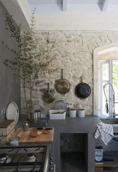 You are able to have a stone wall to instantly have a rustic kitchen. Searching for inspirations of stone wall for a rustic kitchen? Stone Interior, Interior Design Kitchen, Kitchen Wall Design, Interior Modern, Interior Walls, Kitchen Layout, Wood Wall Design, Rustic Stone, Rustic Wood Walls