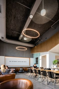 Image 12 of 21 from gallery of Houndstooth Coffee MLK / OFFICIAL. Photograph by Robert Yu Photography Coffee Shop Interior Design, Italian Interior Design, Coffee Shop Design, Restaurant Interior Design, Houndstooth Coffee, Industrial Coffee Shop, Coffee Store, Coffee 21, Pub Decor