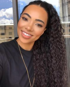 How Amanda du Pont Makes Sweatpants and Biker Shorts Look Chic: A Lesson Lets Makeup African Street Style, Beauty Games, All Black Looks, Woman Movie, Girl Tips, Natural Glow, Look Chic, Beautiful Smile, Beauty Queens