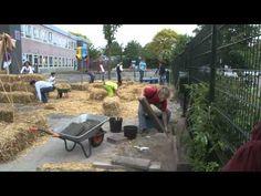 Het groene eetbare schoolplein - De Schakel, Leiden - YouTube Leiden, Wheelbarrow, Garden Tools, Play, School, Youtube, Yard Tools, Schools, Outdoor Power Equipment