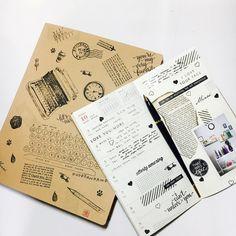 #travelersnotebook #midori #midoritravelersnotebook #travelersnote #planner #weekly #travelerscompany #journal #maskingtape #washitape #classiky #diary #트래블러스노트 #다이어리 #vintagestamp #muji  클리어 스탬프를 보관하는muji 파일.