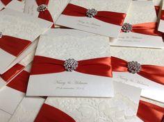 Buckle wedding invitation. www.casapastel.com.gt