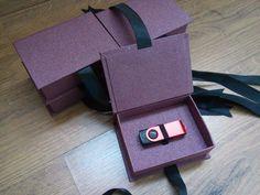 Case Box Pendrive Diy Gift Box, Diy Box, Album Design, Box Design, Box Packaging, Packaging Design, Carton Box, Wedding Album, Photo Book