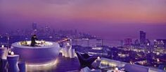 AER lounge, Four Seasons Hotel, Mumbai - this has to be the best rooftop lounge in the world. The place offers striking views of the Arabian Sea/Mumbai coastline. Four Seasons Hotel, Phuket, Design Hotel, Best Rooftop Bars, Rooftop Restaurant, Rooftop Lounge, Air Lounge, Rooftop Party, Rooftop Dining