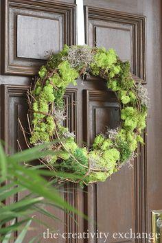 DIY Mixed Moss Grapevine Wreath {The Creativity Exchange}
