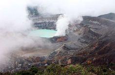 O vulcão Poás ainda está ativo, mas é preciso um pouco de sorte para avistá-lo, já que a região cost... - Foto: Ticiana Giehl e Marquinhos Pereira/Desempacotados