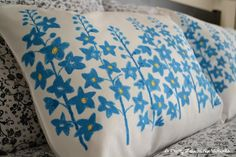 Pillow made out of place mats - Ikea Hacker, I you! Ikea Hackers, Place Mats, Easy Peasy, Soft Furnishings, Making Out, Crafts To Make, Bed Pillows, Pillow Cases, Stitching