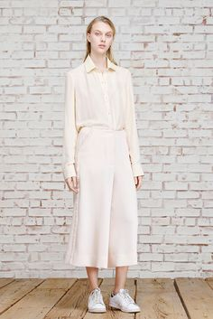 http://www.style.com/slideshows/fashion-shows/pre-fall-2015/elizabeth-james/collection/7