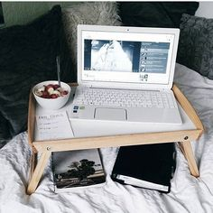 WEBSTA @ examgradebooster - The perfect way to study in bed! I'm seriously…