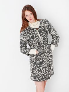 Patsy Grey Melee wollen jas - Designed by Dress'd by Ellen Benders.  Heerlijk comfortabel wollen vest met een mooi grijs/ecrukleurig dessin. Knoopsluiting met 1 knoop middenvoor. Verder openvallend met insteekzakken in de zijnaden. Ook erg mooi met ceintuur.