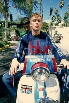 Damon and Graham - Blur, Lambretta Rock And Roll Bands, Rock N Roll, Blur Band, Foto Picture, Mod Scooter, Lambretta Scooter, Paul Weller, Social Projects, Damon Albarn