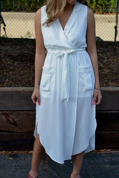 This flowy sleeveless midi dress compliments every beautiful body type! Wear it with sandals or chunky heels to make it the perfect weekend outfit! Whether you are a bride looking for a bridal shower
