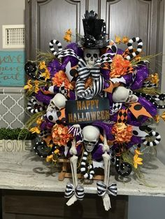 Halloween Mesh Wreaths, Diy Halloween Decorations, Thanksgiving Decorations, Hosting Thanksgiving, Thanksgiving Crafts, Dollar Tree Halloween, Fall Halloween, Halloween Crafts, Halloween Christmas Tree